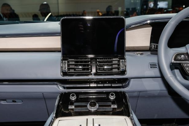 Slide 81 of 84: 2018-Lincoln-Navigator-center-stack-1.jpg