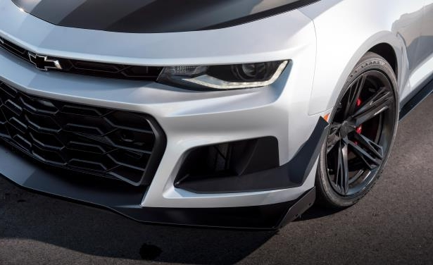 Slide 15 of 29: 2018 Chevrolet Camaro ZL1 1LE
