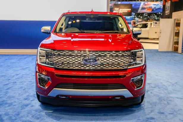 Slide 17 of 61: 2018-Ford-Expedition-Platinum-front-end.jpg