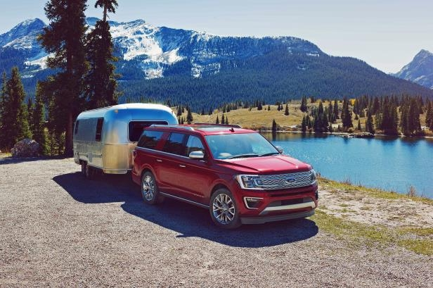 Slide 2 of 61: 2018-Ford-Expedition-front-three-quarter-01-1.jpg
