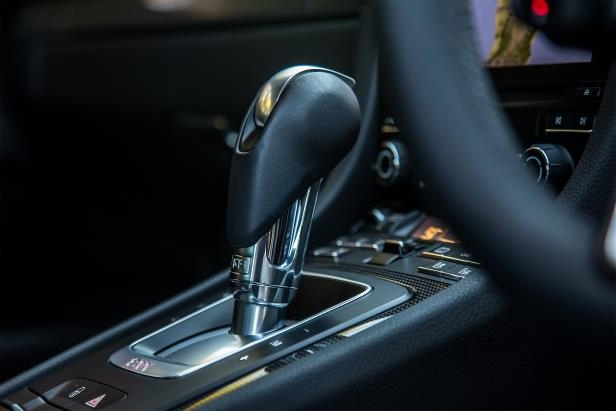Slide 24 of 29: 2017-Porsche-718-Cayman-shifter.jpg