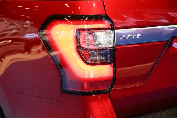 Slide 31 of 61: 2018-Ford-Expedition-Platinum-taillight.jpg