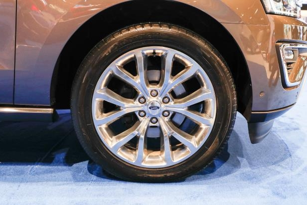 Slide 36 of 61: 2018-Ford-Expedition-Limited-wheels.jpg