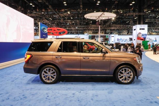 Slide 42 of 61: 2018-Ford-Expedition-Limited-side.jpg