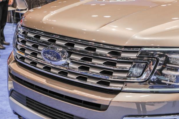 Slide 53 of 61: 2018-Ford-Expedition-Limited-grille.jpg