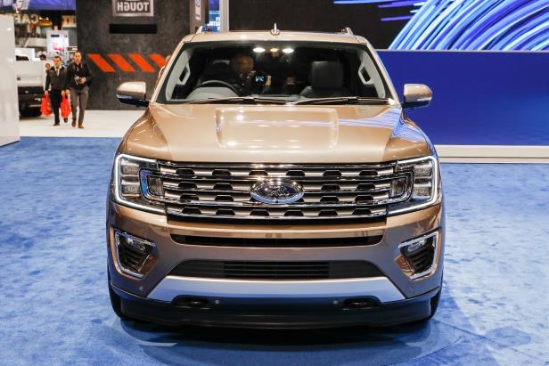 Slide 56 of 61: 2018-Ford-Expedition-Limited-front-end.jpg
