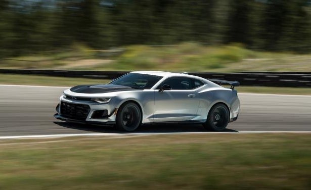 Slide 7 of 29: 2018 Chevrolet Camaro ZL1 1LE