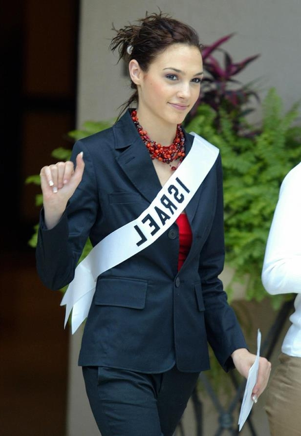 Slide 7 of 11: Miss Israel Gal Gadot waves to photographers 13 May 2004 in Quito.