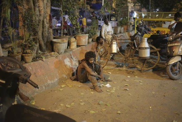 India city offers cash to report beggars
