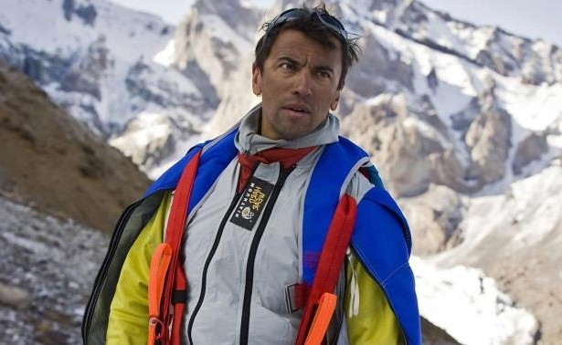 Russian extreme sports star Valery Rozov died while attempting a base jump on Saturday.