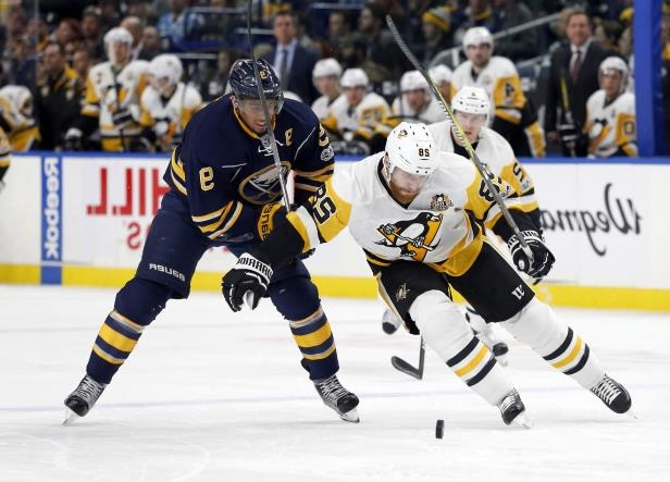 a hockey player with a crowd watching: NHL: Pittsburgh Penguins at Buffalo Sabres