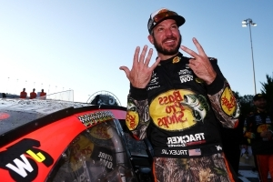 5 reasons to pull for Martin Truex Jr. in NASCAR's championship race