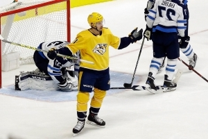 Rinne makes 32 saves as Predators stop Jets' win streak at five games