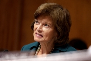 Murkowski backs repealing ObamaCare mandate in boost to tax reform