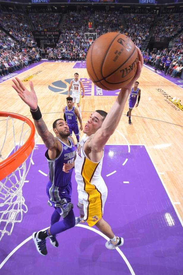 361ac3183e5 Sport  WATCH  Lonzo Ball soars for the alley-oop over Willie Cauley ...