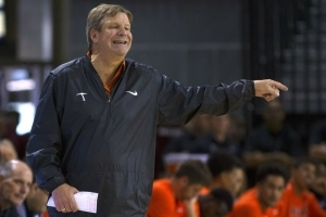 UTEP coach Floyd retires after defeat