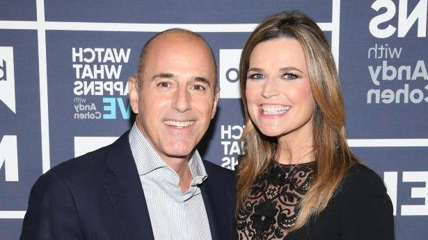 Savannah Guthrie, Matt Lauer are posing for a picture