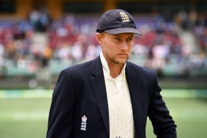 Knives quickly out for English captain