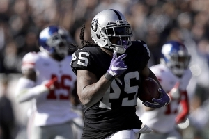 Marshawn Lynch powers Raiders past Giants 24-17