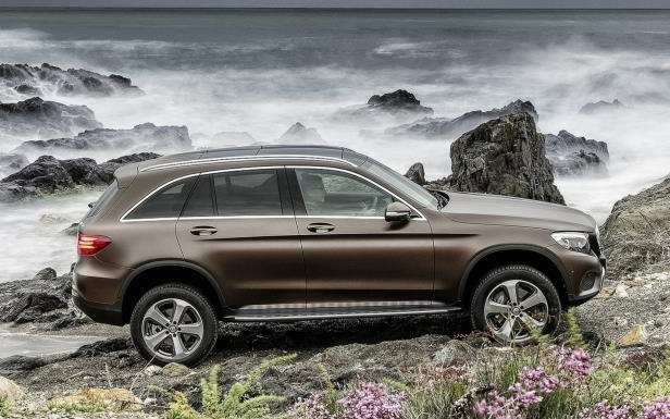 Slide 4 of 6: 2016 Mercedes-Benz GLC