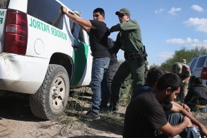 US border arrests 'drop to 46-year low'