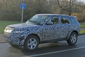 First 2019 Land Rover Defender test mule spotted