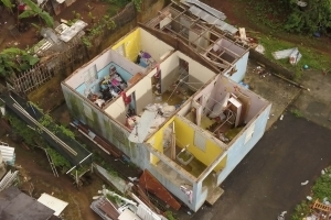 Puerto Rico: Thousands wait for roofs