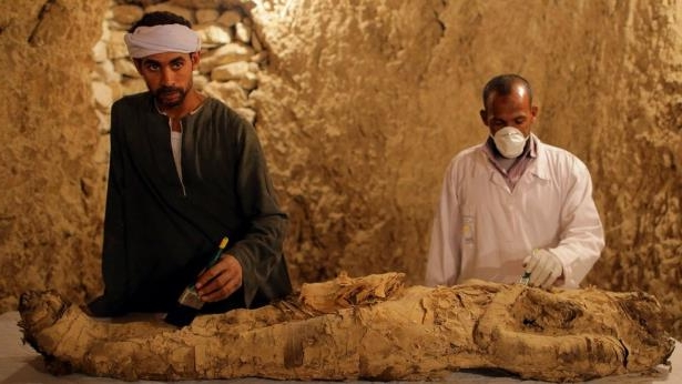 Archaeologists work on a mummy at a tomb at Draa Abul Naga necropolis on Luxor's west bank, 700km south of Cairo, Egypt, 09 December 2017.: The mummy is believed to be that of a senior official from the New Kingdom