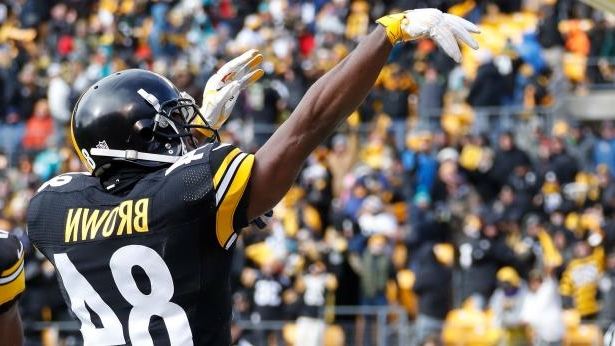 newest 91826 c9247 a man standing in front of a crowd  Steelers WR Antonio Brown celebrates  after touchdown