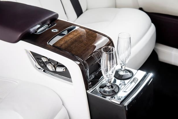 Slide 38 of 77: 2018-Rolls-Royce-Phantom-VIII-Extended-Wheelbase-rear-console-02.jpg