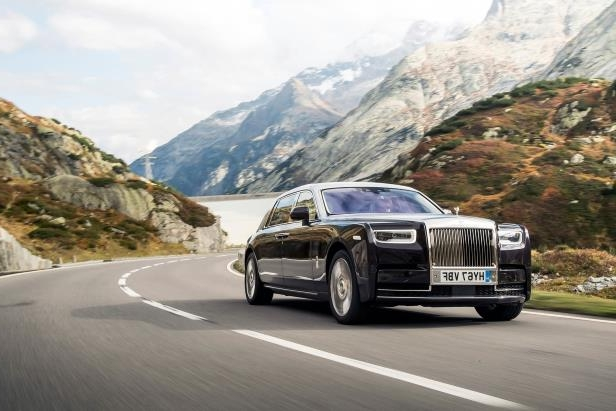 Slide 51 of 77: 2018-Rolls-Royce-Phantom-VIII-Extended-Wheelbase-front-three-quarter-in-motion-05.jpg