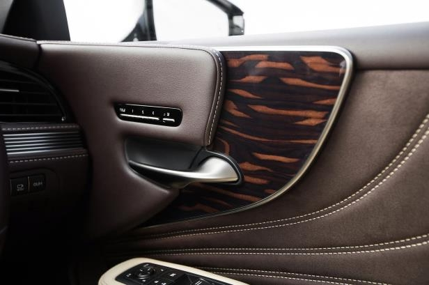 Slide 15 of 146: 2018-Lexus-LS-500-AWD-door-panel.jpg