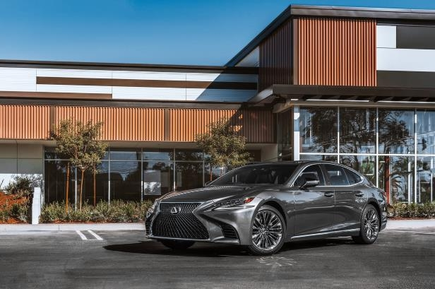 Slide 18 of 146: 2018-Lexus-LS-500-front-three-quarter.jpg