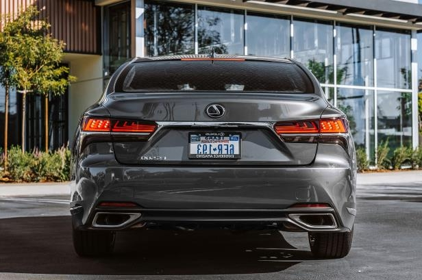 Slide 20 of 146: 2018-Lexus-LS-500-rear.jpg