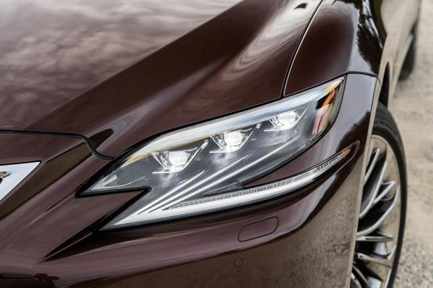 Slide 21 of 146: 2018-Lexus-LS-500-AWD-headlight.jpg
