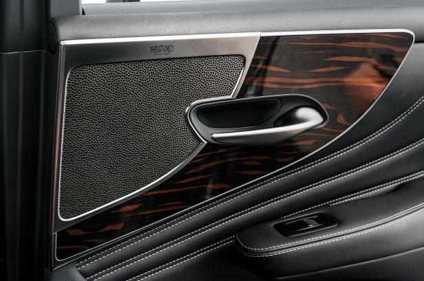 Slide 25 of 146: 2018-Lexus-LS-500-door-panel.jpg