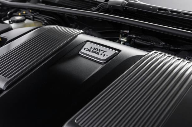 Slide 45 of 146: 2018-Lexus-LS-500-engine-02.jpg