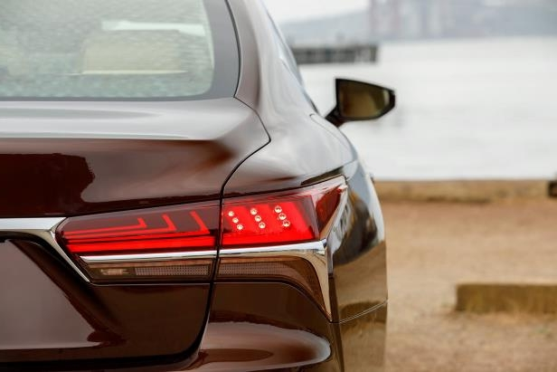 Slide 69 of 146: 2018-Lexus-LS-500-tail-light.jpg
