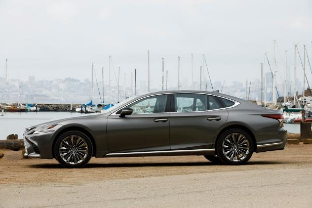 Slide 71 of 146: 2018-Lexus-LS-500-side-profile-01.jpg