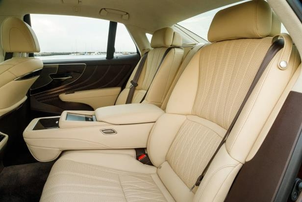 Slide 75 of 146: 2018-Lexus-LS-500-rear-seat-03.jpg