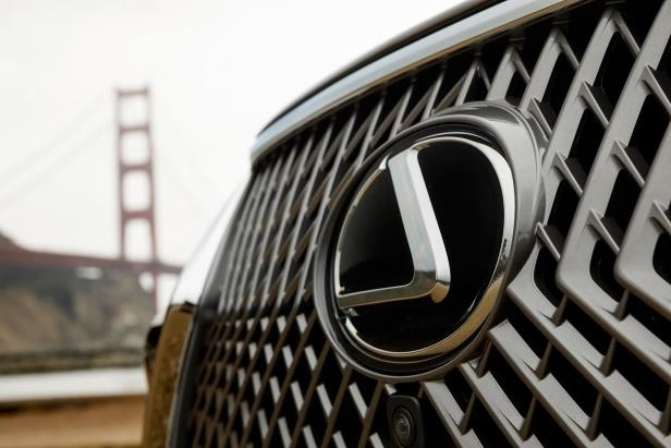 Slide 81 of 146: 2018-Lexus-LS-500-grille.jpg