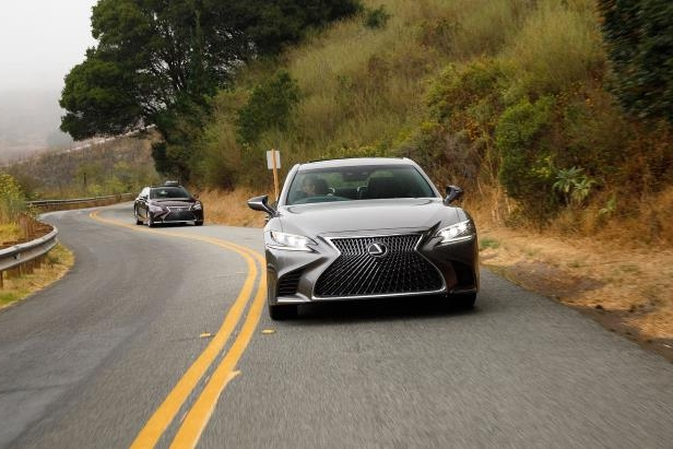 Slide 83 of 146: 2018-Lexus-LS-500-front-view-in-motion-03.jpg