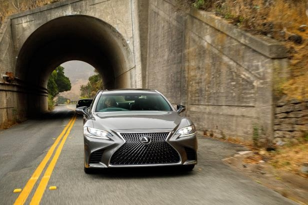 Slide 84 of 146: 2018-Lexus-LS-500-front-view-in-motion-02.jpg