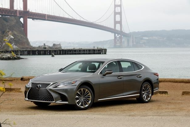 Slide 92 of 146: 2018-Lexus-LS-500-front-three-quarter-08.jpg