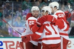Mike Green continues to find defensive balance with Red Wings