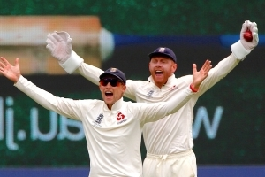 Australia wobble as England seamers strike twice