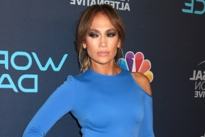 Jennifer Lopez hosts taco feast for celebrity friends