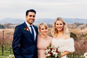 Anna Faris Officiates a Wedding in Ugg Boots: Pic