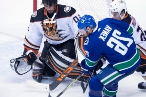 Miller wins Vancouver return as Ducks down Canucks