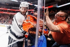 Quick makes 32 saves as Kings shut out Oilers